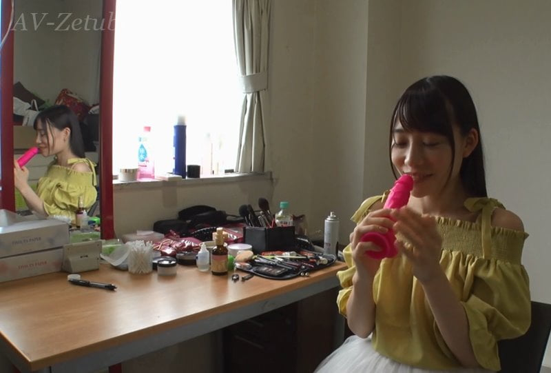 微笑む口便器 富田優衣インタビュー